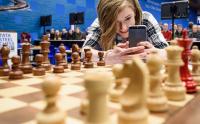 Шахматный комментатор Анна Рудольф приметила красного короля