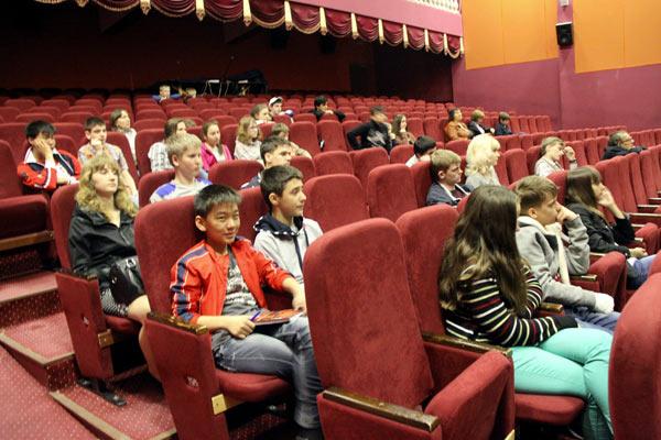 Юные слушатели в Лоо