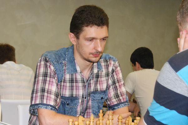 Призант Ярослав Александрович - Яр Саныч играет в шахматы фото