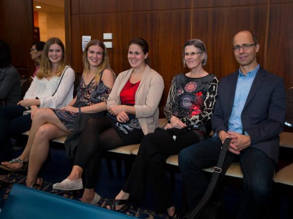 Семья Магнуса Карлсена в полном составе: три сестры, мать и отец