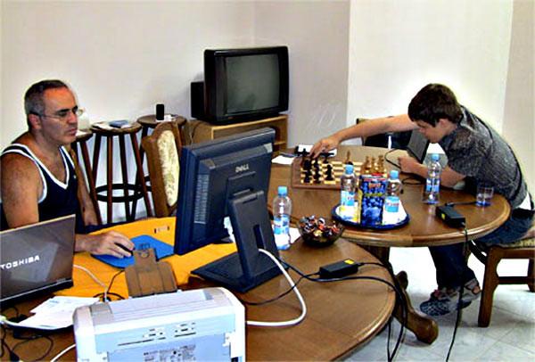 Гарри Каспаров и Магнус Карлсен - в такой обстановке происходил учебный процесс