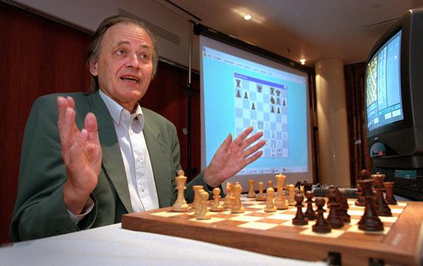 Датский шахматист Ёрген Бент Ларсен (1935-2010) - именно ему пытался подражать юный Левон Аронян