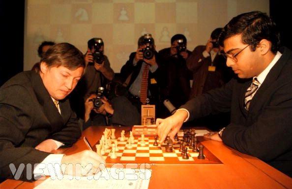 Анатолий Карпов и Виши Ананд на чемпионате мира 1998 года