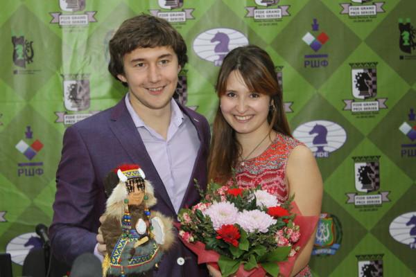 Сергей Карякин с женой во время четвертого тура последнего этапа Гран-при в Ханты-Мансийске 2015