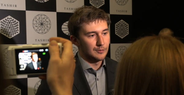 После победы над Веселином Топаловым, Сергей Карякин снова в лидерах и в зоне повышенного внимания журналистов