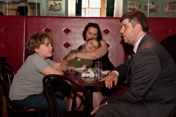 Пётр Свидлер с женой Ольгой и детьми. Сыновей зовут Никита и Даниэль