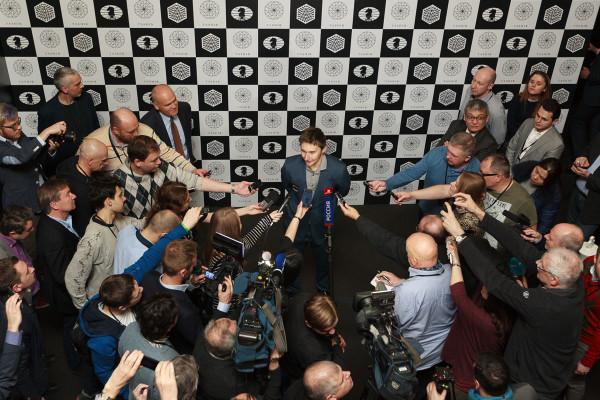 После победы в турнире претендентов, Сергей Карякин находится в зоне повышенного внимания спортивных журналистов