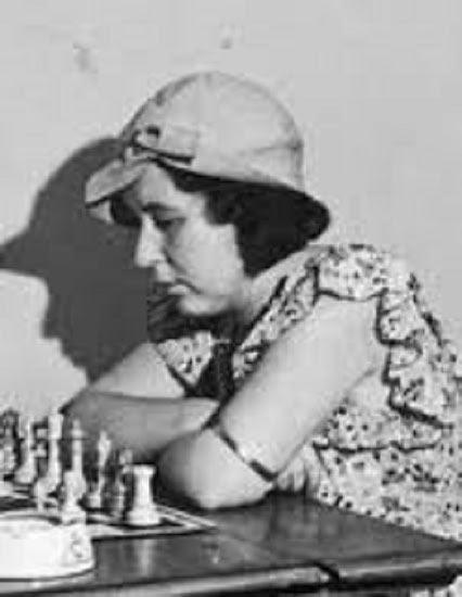 Вера Меньчик во время шахматного турнира
