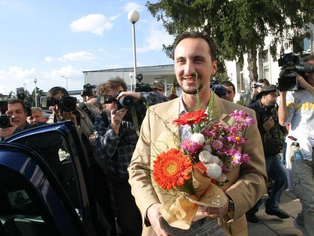 Веселин Топалов приехал в роддом, встречать супругу и новорожденную дочь Лауру