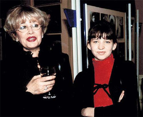 Марина Неёлова с дочерью Никой. Только слепой может не заметить, что дочь Неёловой очень похожа на Гарри Каспарова