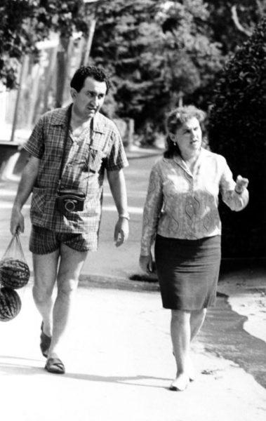 Тигран Вартанович Петросян с женой Роной Яковлевной Авинезер