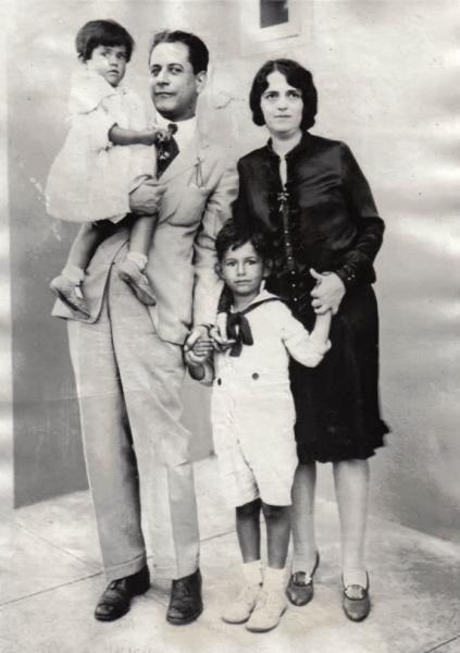 Капабланка с первой женой и детьми (Гавана, 1927)