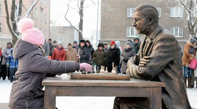 Памятник Паулю Кересу в Нарве был открыт 07 января 2016 года