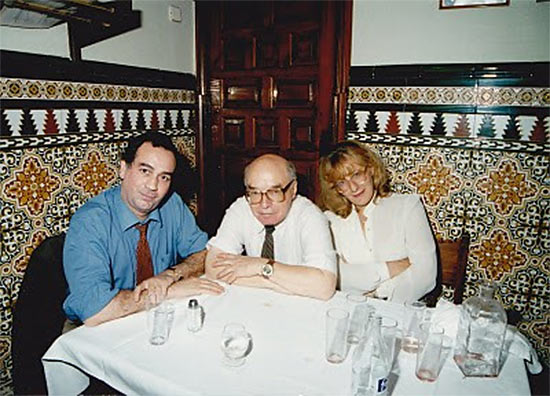Давид Бронштейн с женой Татьяной Болеславской и коллегой в мадридском ресторане