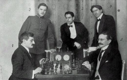Фото с Петербуржского турнира 1914 года, слева направо: Эмануэль Ласкер, Александр Алехин, Хосе-Рауль Капабланка, Фрэнк Маршалл, Зигберт Тарраш