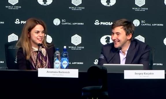 Анастасия Карлович и Сергей Карякин на пресс-конференции после восьмой партии. Без Магнуса намного веселей :)