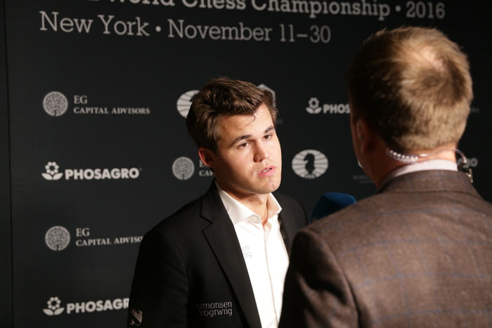 По лицу Карлсена видно, что он разочарован итогом третьей партии