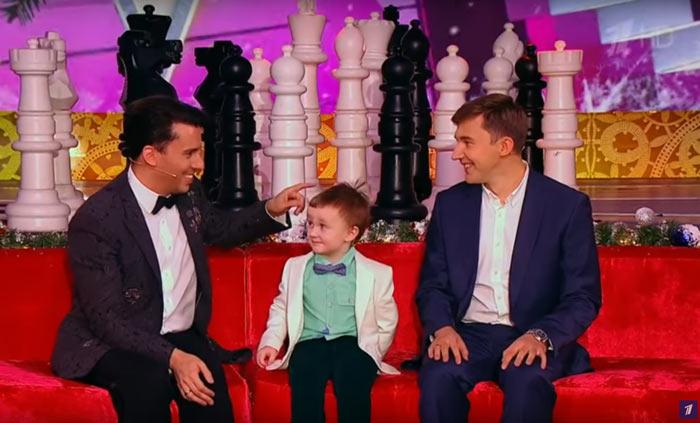"""Миша честно признался, что время чемпионата мира болел за Магнуса Карлсена. После чего Галкин спросил: """"А чё не смотришь в глаза Серёже?"""""""