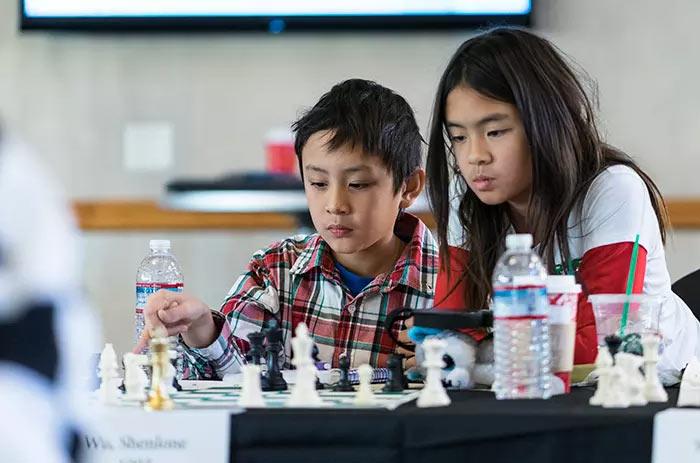 В сеансе участвовали и совсем юные шахматисты