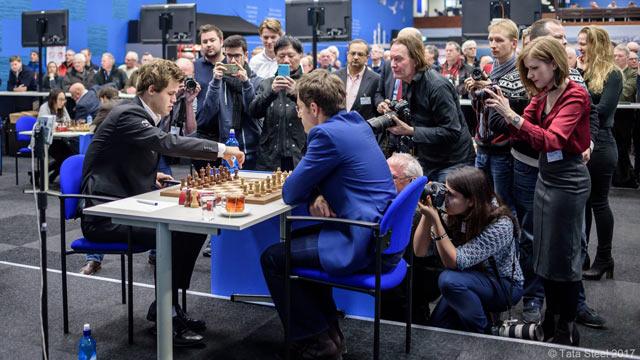 Как обычно, внимание журналистов приковано к Магнусу Карлсену