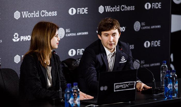 Анастасия Карлович и Сергей Карякин на пресс-конференции после девятого тура турнира претендентов по шахматам 2018 (Берлин)