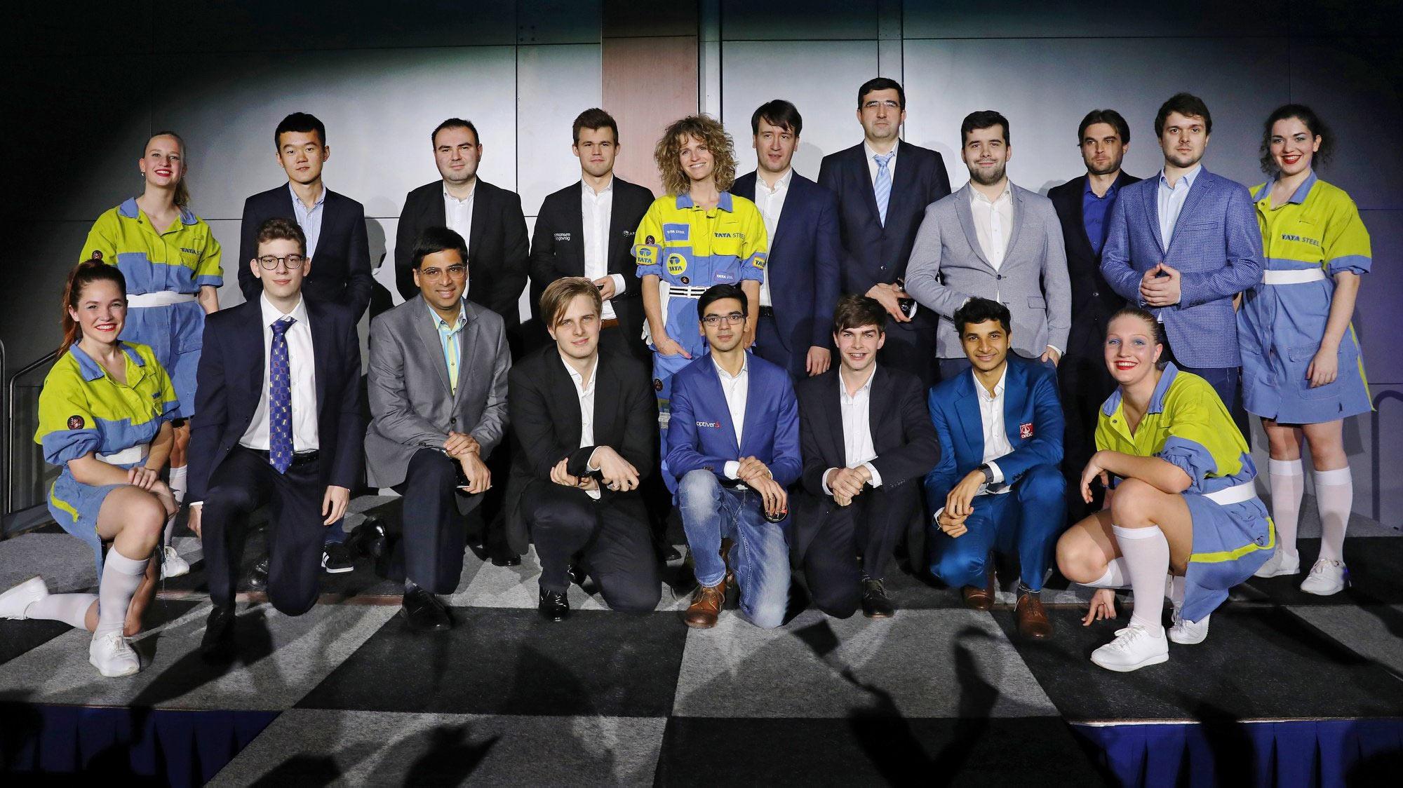 Участники турнира Tata Steel Masters 2019 с представительницами спонсора