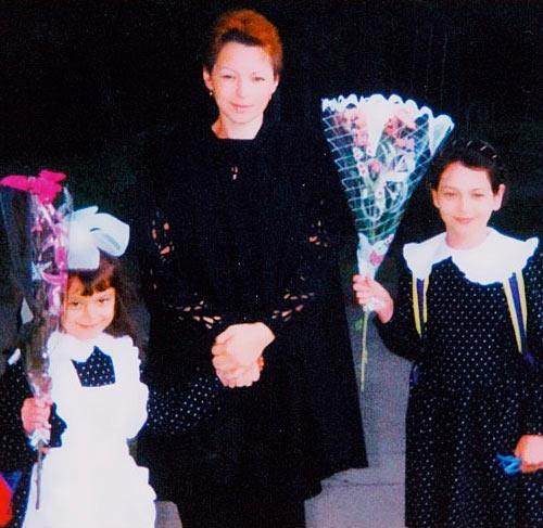 Александра Костенюк с мамой и младшей сестрой Оксаной