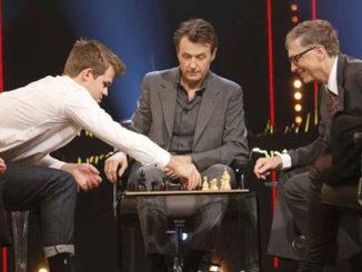 Магнус Карлсен играет в шахматы против Билла Гейтса
