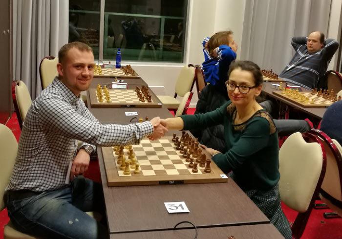 Роман Ловков и двенадцатая чемпионка мира по шахматам Александра Костенюк (Таллин, 2016)