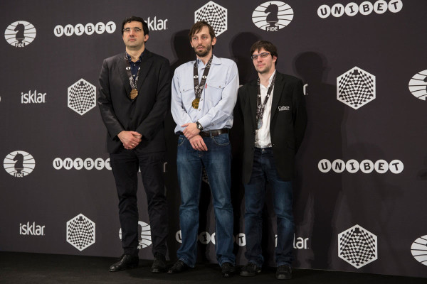 Слева на право: Владимир Крамник (2 место), Александр Грищук (1 место), Максим Вашье-Лаграв (2 место)