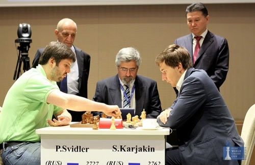 Решающая партия турнира Баку-2015. В тай-брейке Свидлер (слева) уступил Карякину