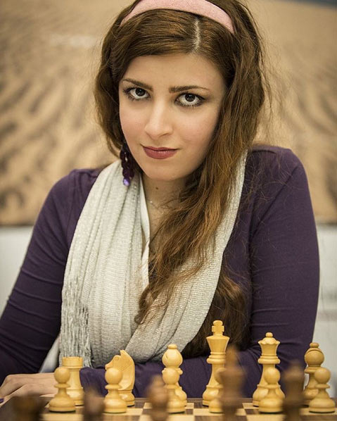 Красивая шахматистка Дорса Деракшани (Dorsa Derakhshani) фото