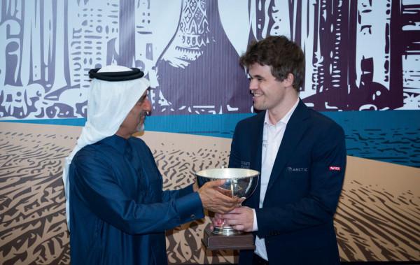 Победитель турнира Катар Опен 2015 Магнус Карлсен