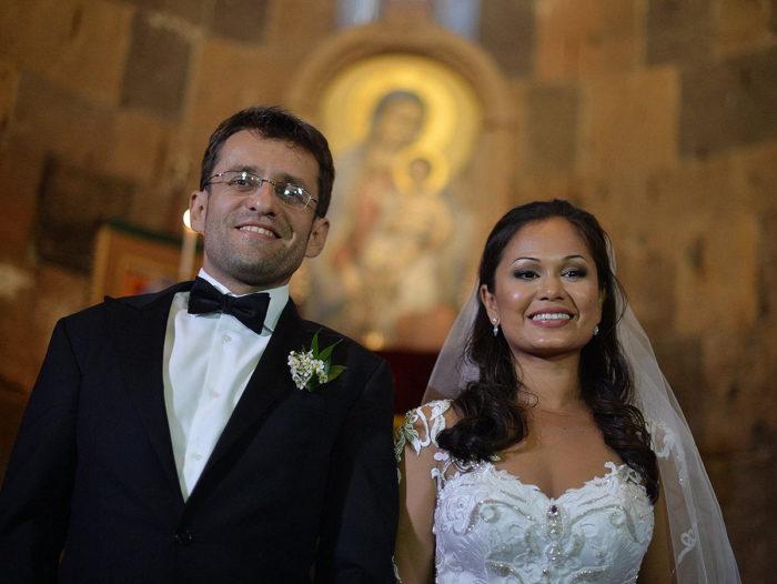 Левон Аронян и Арианна Каоили в храме (30 сентября 2017)