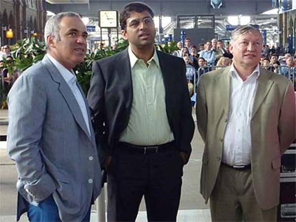 Чемпионы мира по шахматам (слева на право): Гарри Каспаров, Виши Ананд, Анатолий Карпов