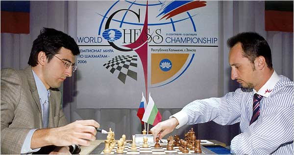 Владимир Крамник и Веселин Топалов во время матча за звание абсолютного чемпиона мира по шахматам (2006 год)