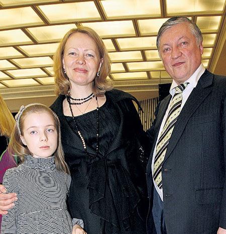 Шахматист Анатолий Карпов с женой и дочерью