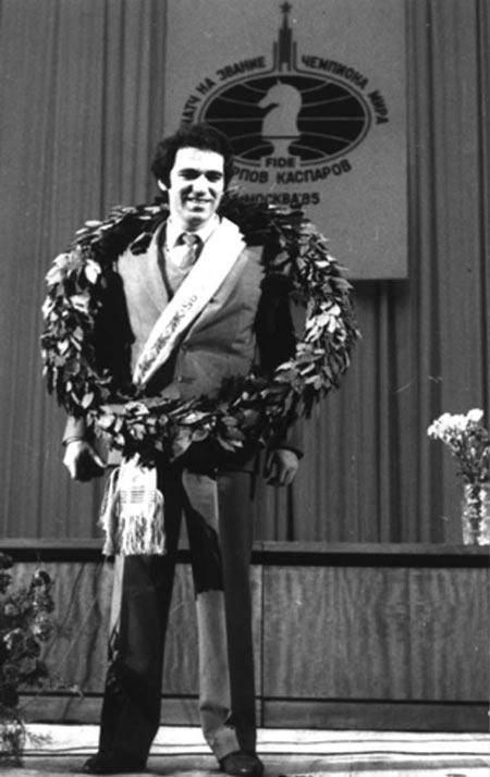 9 ноября 1985 года, Гарри Каспаров стал 13-м чемпионом мира по шахматам