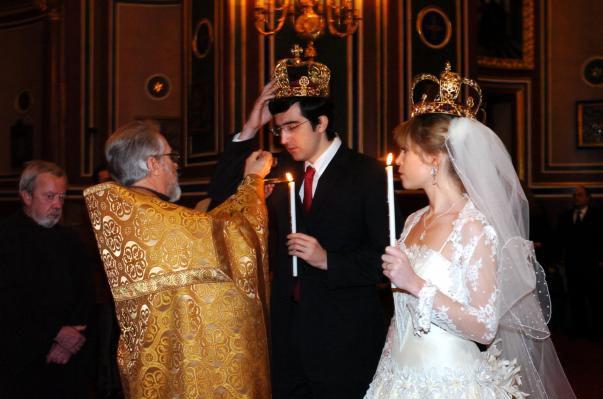 Владимир Крамник и Мари-Лор во время обряда венчания