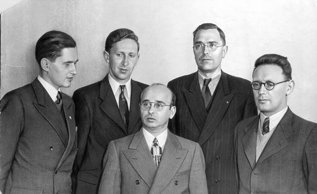Слева направо: Пауль Керес (СССР), Василий Смыслов (СССР), Самуэль Решевский (США), Макс Эйве (Голландия), Михаил Ботвинник (СССР). Фотография сделана во время матч-турнира 1948 года