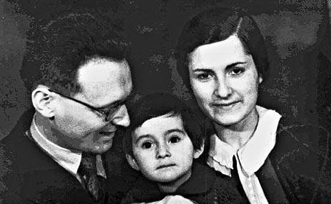 Михаил Ботвинник с женой Гаяной и дочерью Ольгой (1944 год)