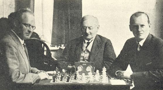 Арон Нимцович, президент карлсбадского шахматного клуба и меценат Тиц, Александр Алехин (Карлсбад 1929)