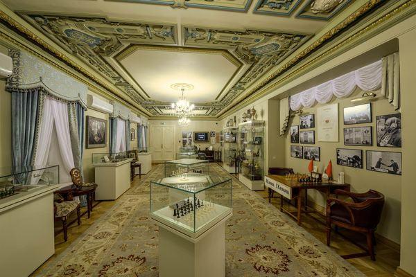 Один из залов музея шахмат в Москве