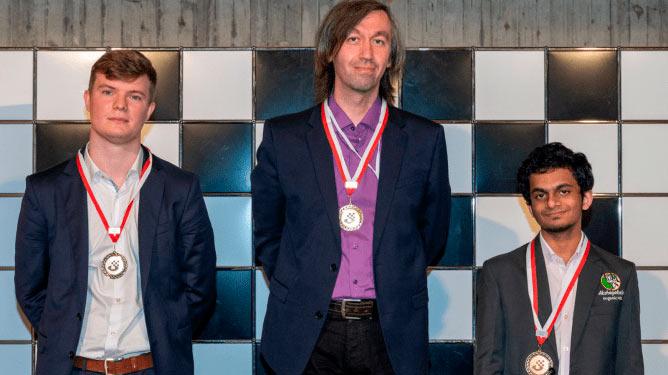Слева направо: Кирилл Алексеенко (Россия), Гата Камский (США), Нихал Сарин (Индия) | Фото: Biel Chess Festival