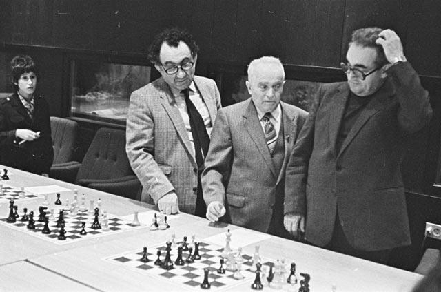 Девятый чемпион мира по шахматам Тигран Петросян, Сало флор и Марк Тайманов