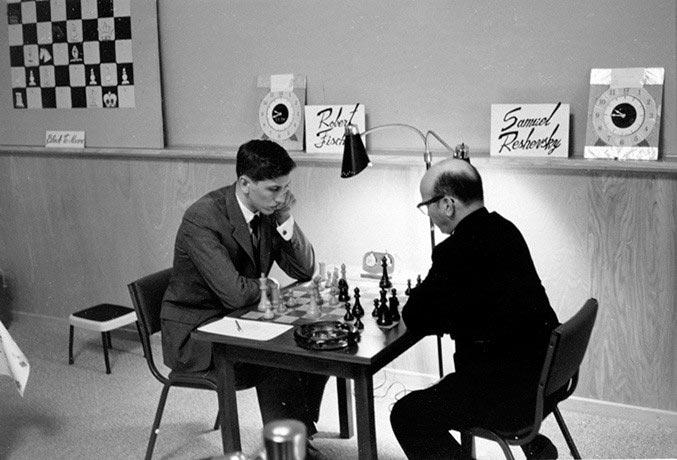 Бобби Фишер и Самуэль Решевский во время 6 партии матча