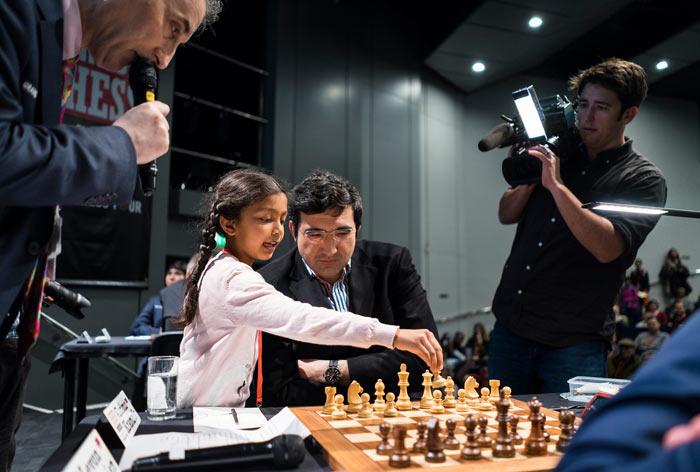 Символический ход за Крамника сделала маленькая девочка 1.d2 - d4