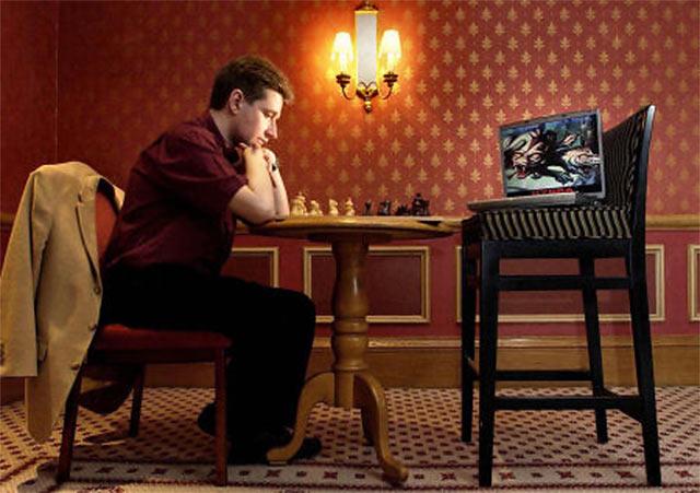 """Майкл Адамс играет против """"Гидры"""" (Лондон, 2005)"""