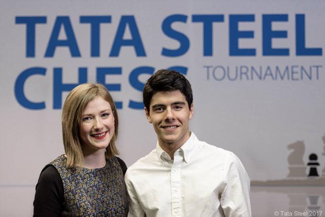 Комментатор сайта chess24.com Анна Рудольф (Anna Rudolf) и норвежский шахматист Арьян Тари (Aryan Tari)