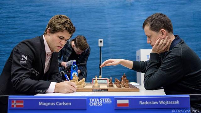 Действующий чемпион мира Магнус Карлсен (Норвегия) и Родослав Войташек (Польша)